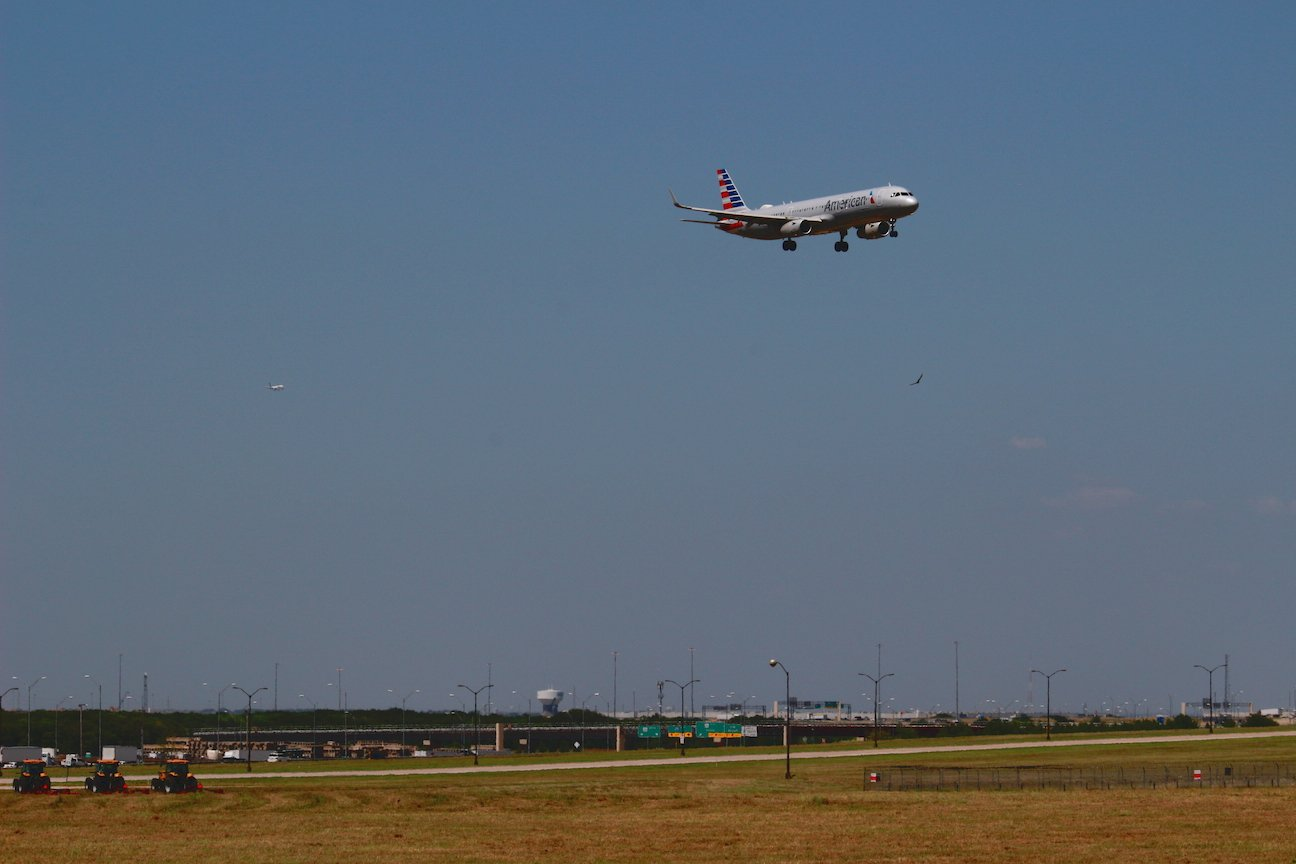 American A321 coming in for a landing.
