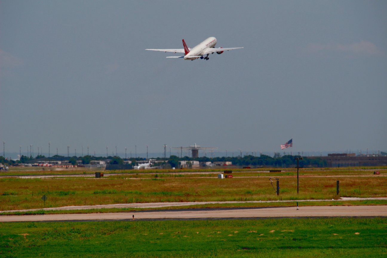 Omni Air International 767 retracting its landing gear as it switches to the departure frequency.
